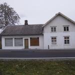 Fossum-butikken høsten 2000, før restaurering. Foto: Arne Langås.